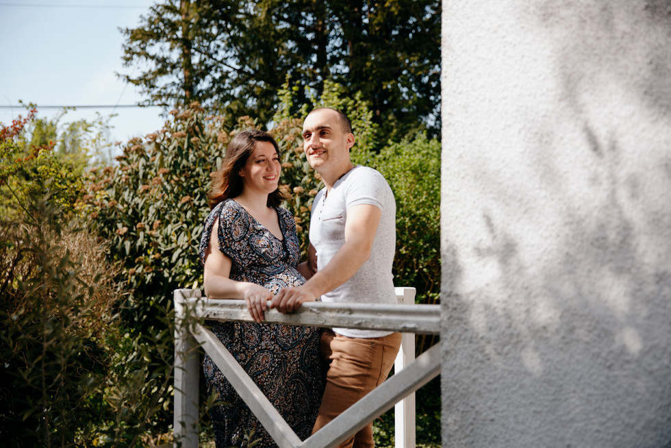 séance grossesse dans le jardin