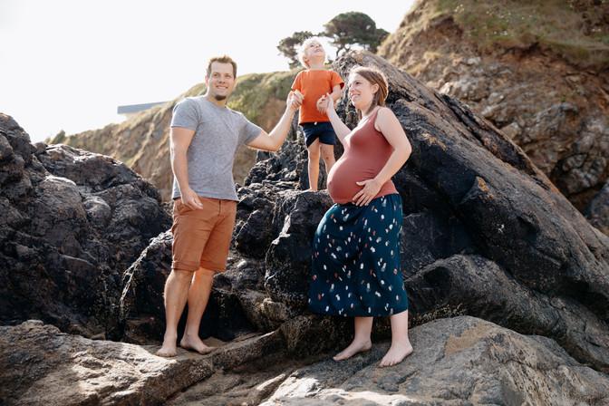 grossesse en famille à la plage