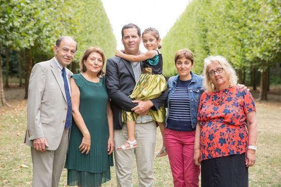 photo famille intergénérationnelle