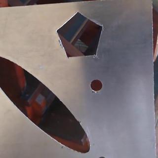 Peças cortadas em alumínio