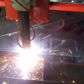 Amostra de corte em mesa de plasma CNC Metalique