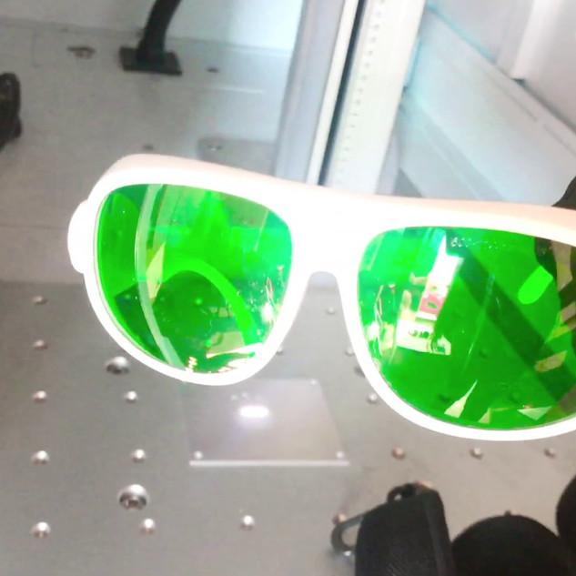 Óculos de proteção próprios para LASER