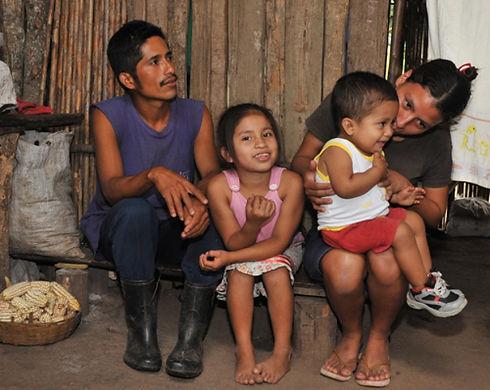 Latian American-family-nicaragua-bread-p