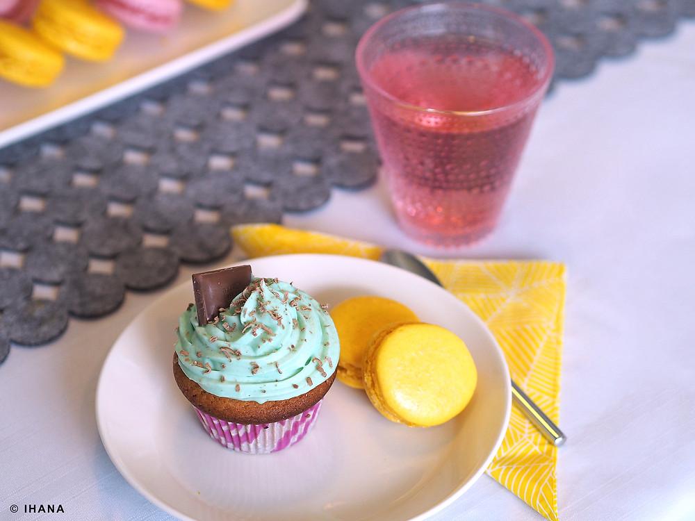 Juhlavuokraamo Ihana, pääsiäinen, värikäs, kuppikakku, macarons