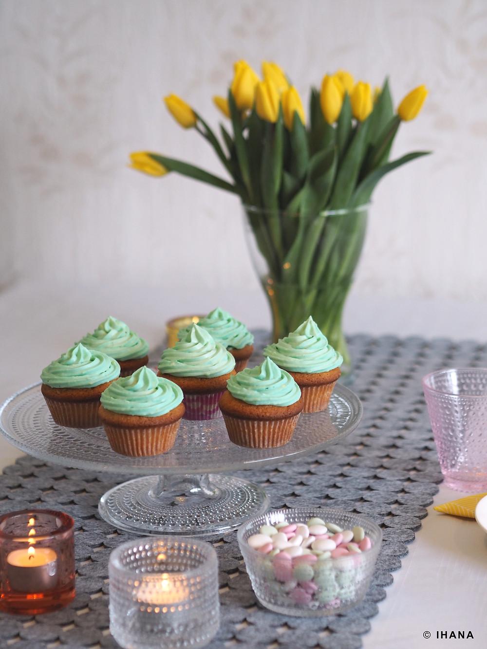 Juhlavuokraamo Ihana, pääsiäinen, tulppaani, värikäs, kuppikakku, kakkuvati