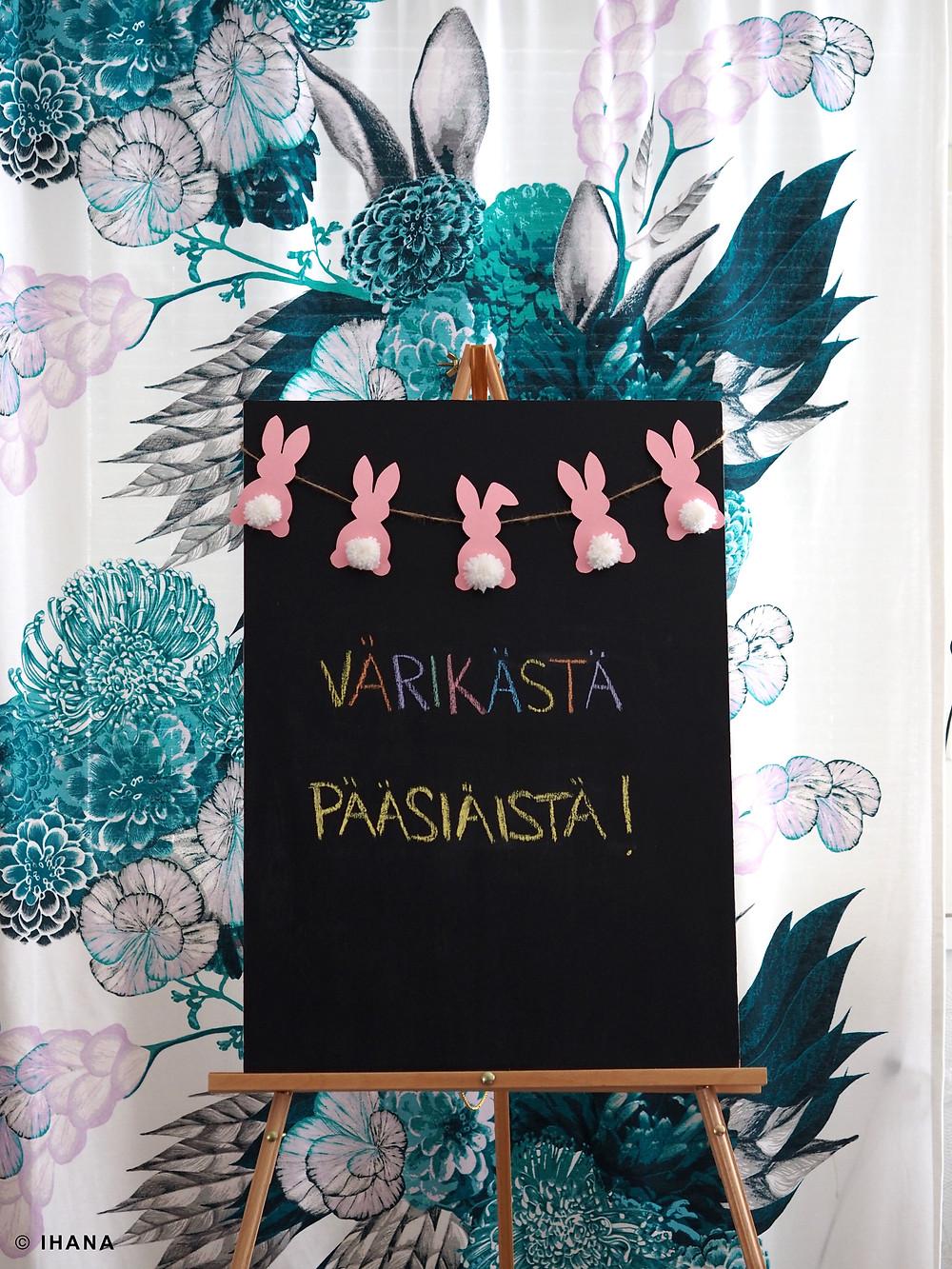 Juhlavuokraamo Ihana, pääsiäinen, pupuviiri, värikäs, liitutaulu, maalausteline