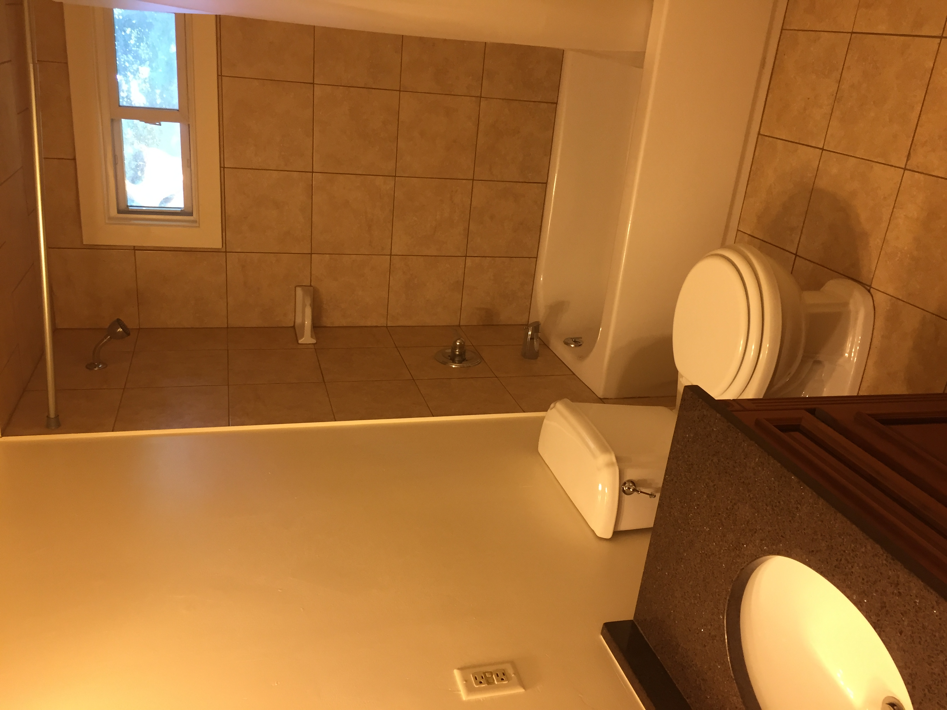 9 Holland Lane - BATHROOM 2