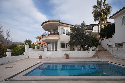 Villa with Pool and Garden in Kargicak, Alanya