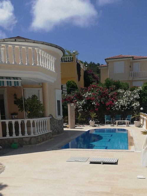 Villa with Pool, Garden and Seaview in Kargicak, Alanya