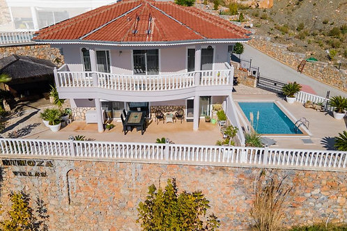 4+1 Villa with Pool, Garden and Seaview in Tepe, Alanya