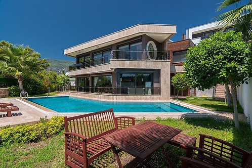 4+1 Villa with Pool, Garden and Seaview in Bektas, Alanya