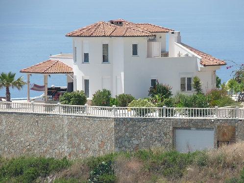 5+1 Villa directly on the sea in Gazipaşa, Alanya