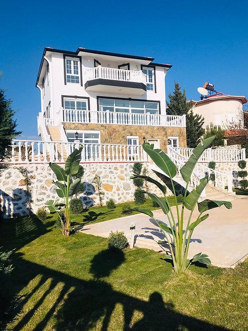 5+2 Villa directly on the sea in Gazipasa