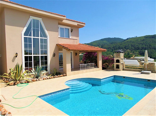 4+1 Villa with Pool, Garden and Seaview  in Kargicak, Alanya