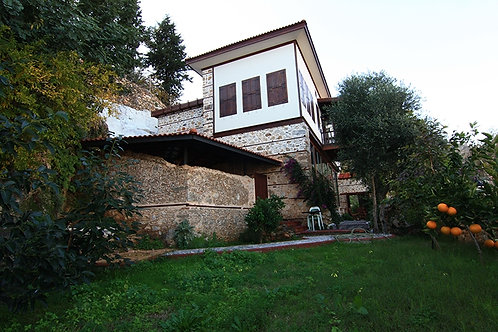 Castle Villa with Garden and Seaview in Alanya Centre