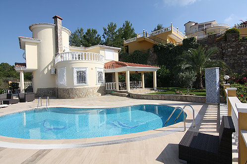 Gold Villa with Pool, Garden and Seaview in Kargicak, Alanya