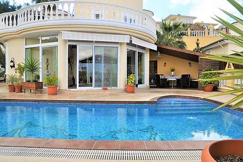 3+1 Villa with Pool, Garden and Seaview  in Kargicak, Alanya