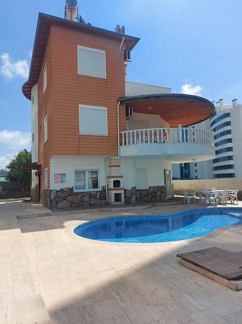 6+1 Villa with Pool and Garden in Mahmutlar, Alanya