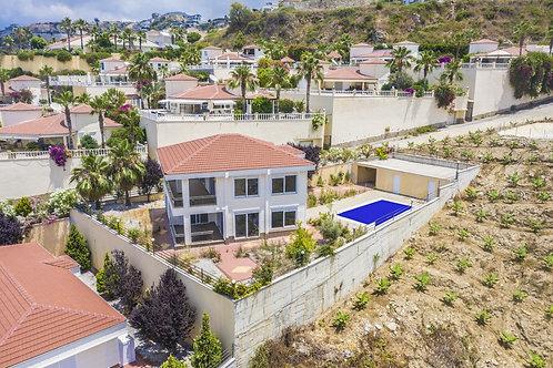 4+1 Villa with Pool, Garden and Seaview in Kargicak, Alanya