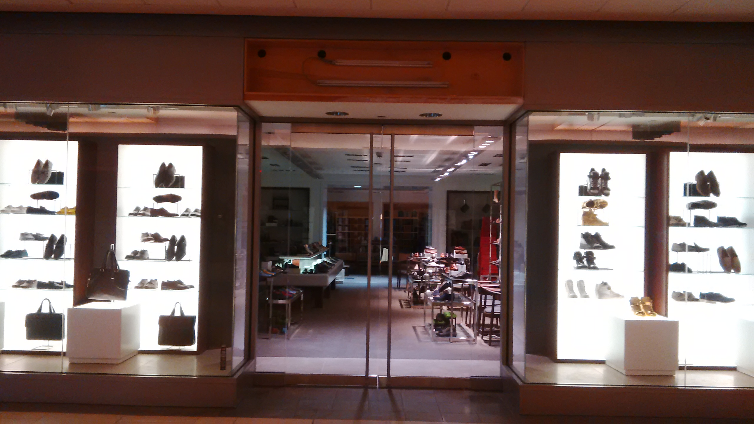 Harry rosen shoe store