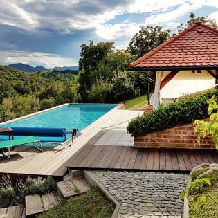 grijani bazen s natkrivenom terasom