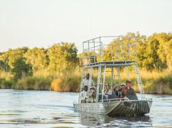 Botswana_safari_boating