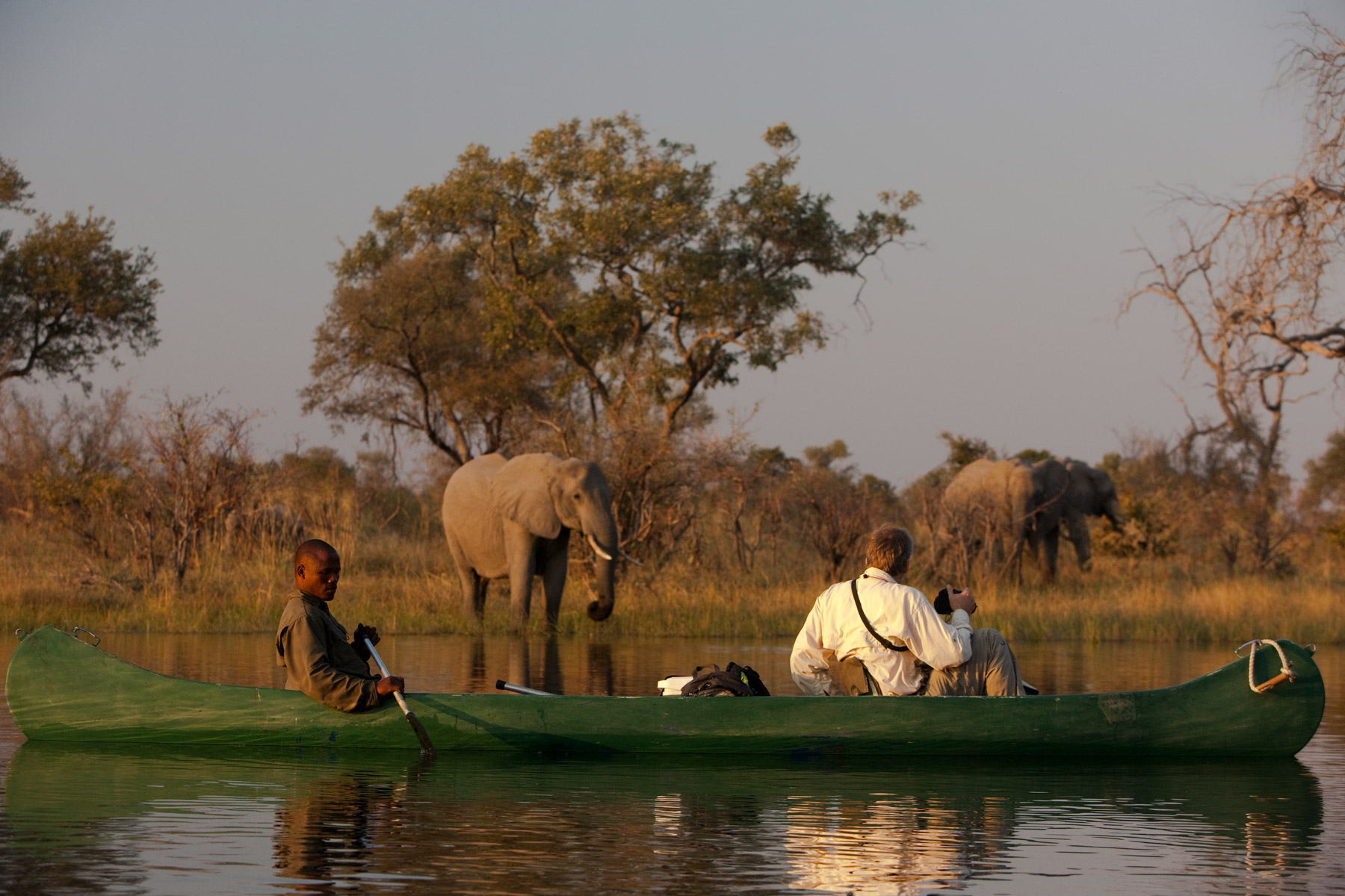 great_plains_explorers_canoe_elephant