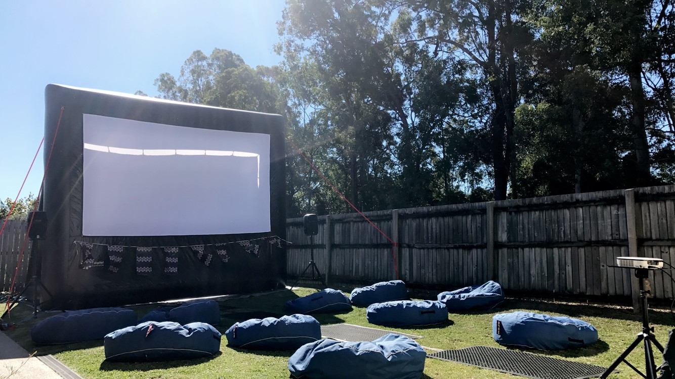 4.5m Screen with bean bags