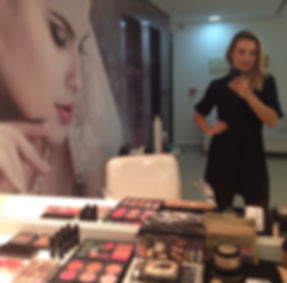 Camila Adi maquiadora profissional