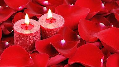 украшение свечами и лепестками роз