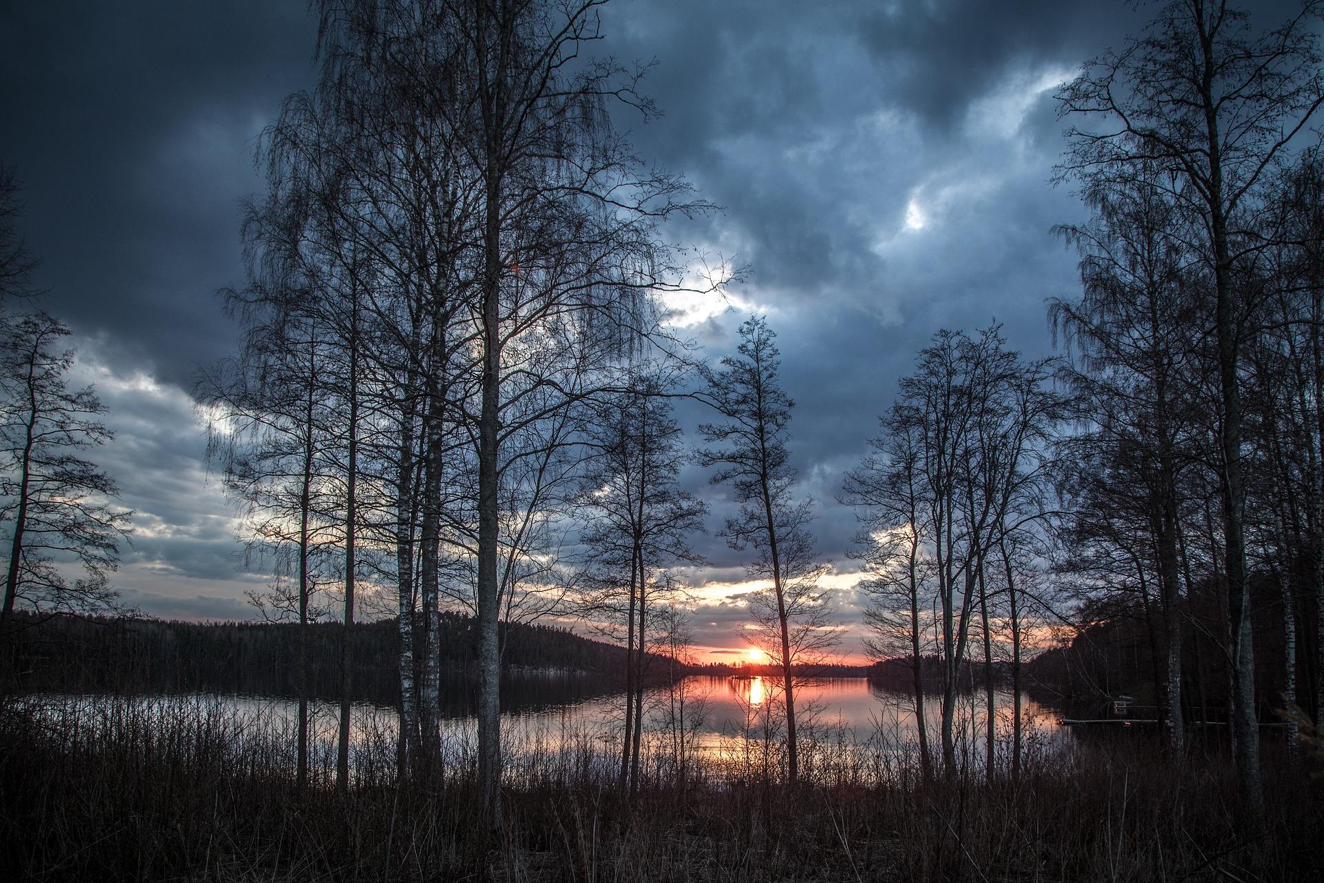 lake-scenery-1365288_1920