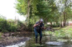 Pêcheur entrain de pêcher à la mouche au Moulin de Boizard