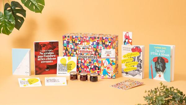 Un coffret livres coloré.jpg