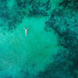 Snapped some bikini model floating around😉🌊_🤷🏼♀️__celinelisee