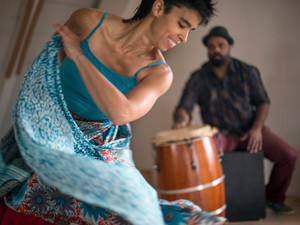 """Agua Dulce Dance Theater's """"Deep Listening"""" Maps Puerto Rican History @ the Pergones T"""