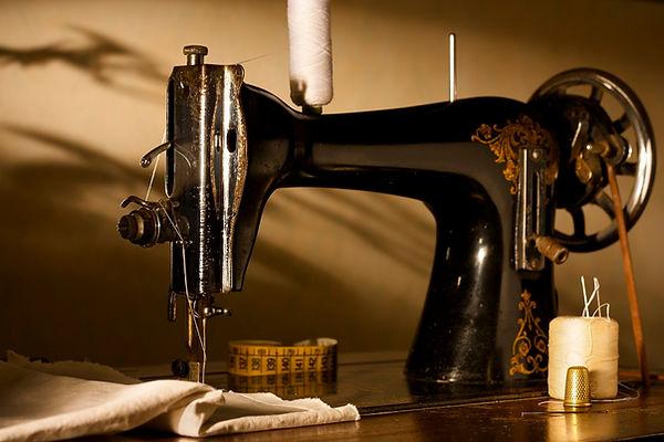 sewing machine momo - web.jpg