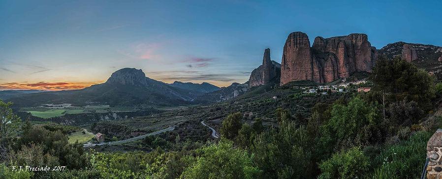 Panoramica-Riglos-nocturna.jpg
