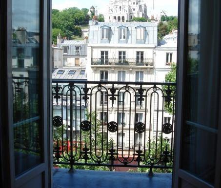 #MyArtTravels Destination ✈ Take a Virtual Tour of Paris, France