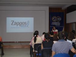 Lorena Diaz Motoa Ejemplo Zappos Camara