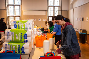 Students organize welcome packages for refugees arriving to New York.