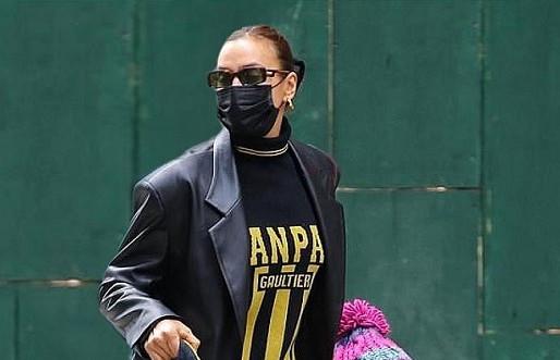 In an eco-leather trench coat from the Ukrainian brand GASANOVA: Irina Shayk on a walk in New York