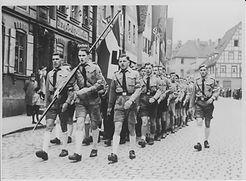 Hitlerjungen (doch wir sind bunt)