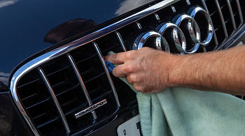 Micro fibrecloth on Audi Grill