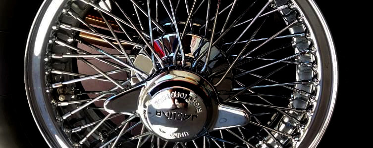 Jaguar E Type spoke wheel.jpg