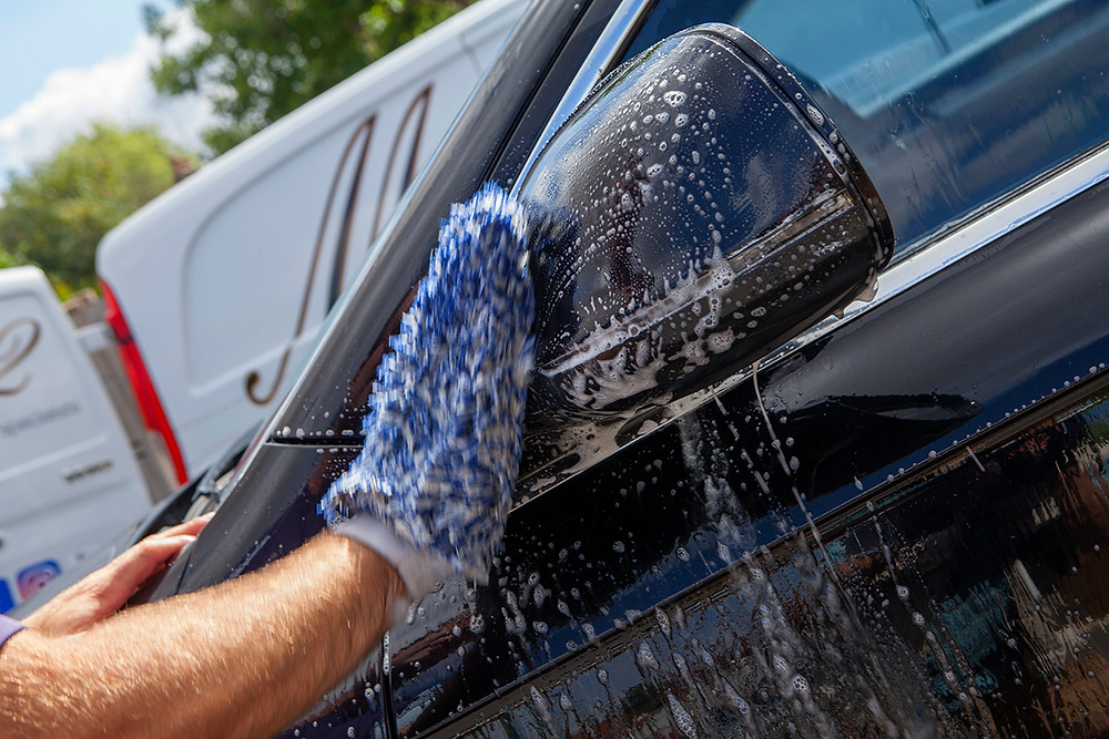 Mitts, car cleaning with mitts, how to use mitts, how to clean my car, car valeting