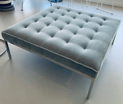 Florence Knoll Relaxed Bench