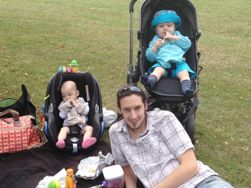 Eating Out and About with your Baby-Led Baby: Picnic - Baby-Led Weaning for Busy Parents (BLW) Weaning Baby