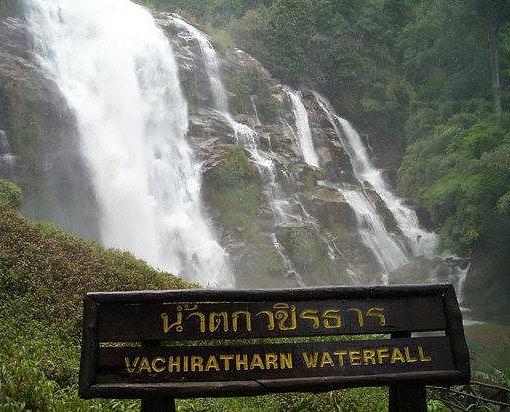 Cascadas Naturales en el parque nacional de Doi Inthanon en Chiang Mai