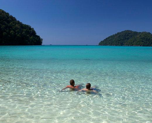 Aguas cristalinas en la isla de surin