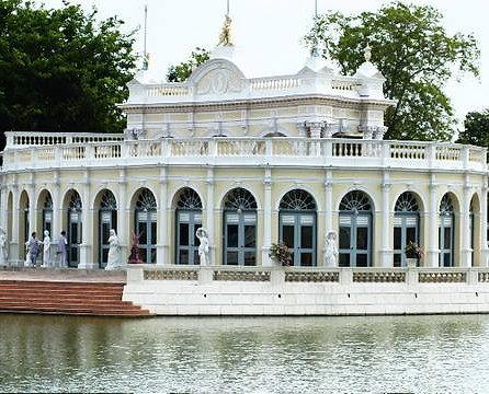 Nos encontraremos algunos paisajes a lo largo del río chao phraya viniendo de ayutthaya